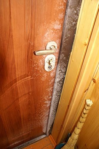 металлическая дверь поставить в частный дом